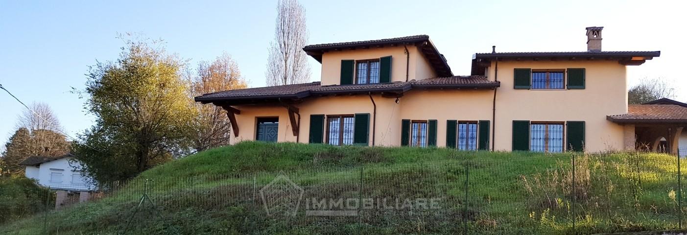 Casteggio PV VENDITA Villa bifamiliare con giardino Rif. C238