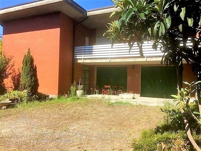 Verrua Po PV VENDITA Villa con capannone Rif. C245