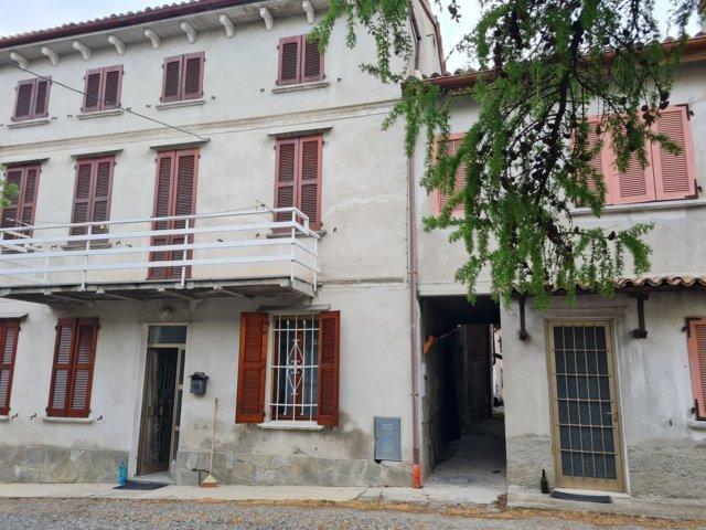 Montu' Beccaria (PV) Frazione VENDITA Casa di corte Rif. 636