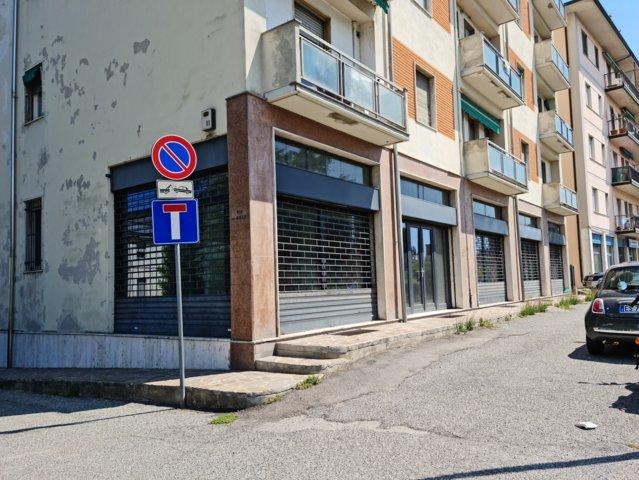 Stradella (PV) Via Nazionale VENDITA Negozio di 300mq con 5 vetrine fronte strada Rif. 655